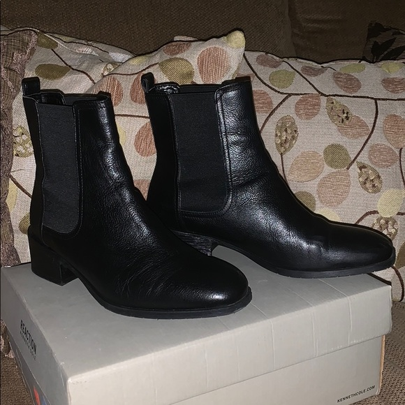 Size 9.5 KENNETH COLE REACTION BOOTIE